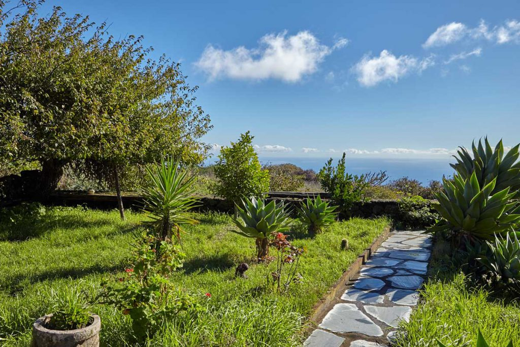 holiday home with wonderful view (El Hierro)