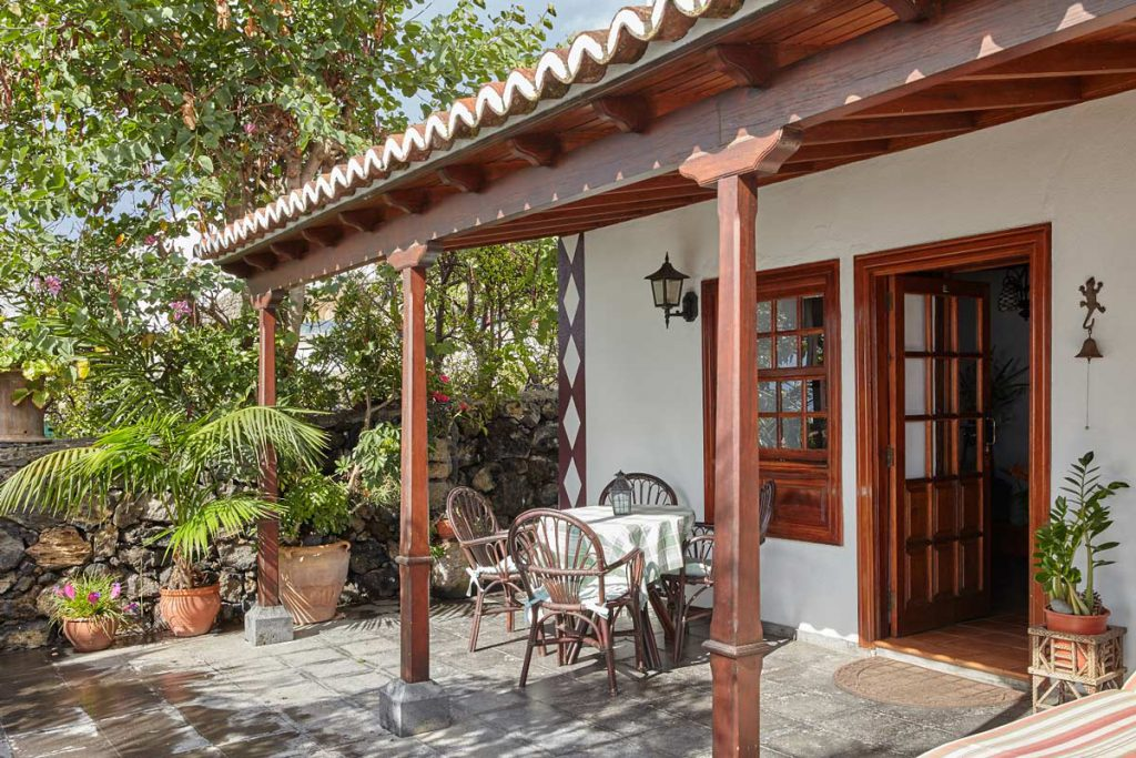 Casa rural Los Mangos (Las Indias, La Palma) - entrance and veranda